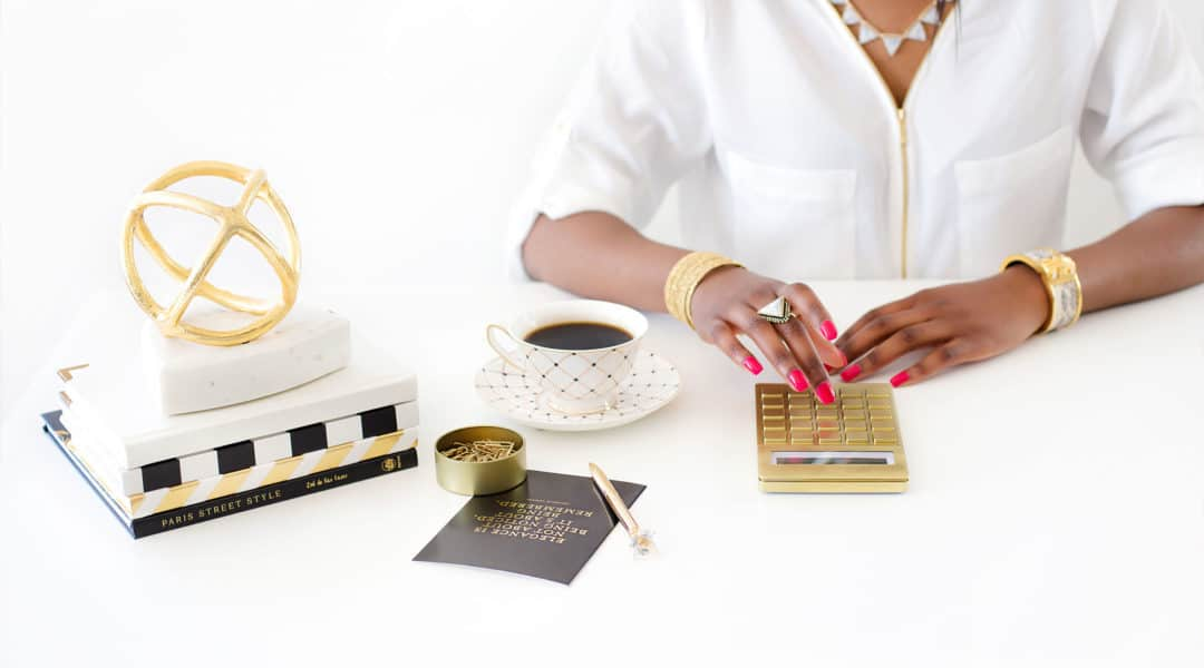 Learn how to track your income. Budgeting for beginners. Ultimate budgeting series by Life and a Budget. Free Budgeting Printables