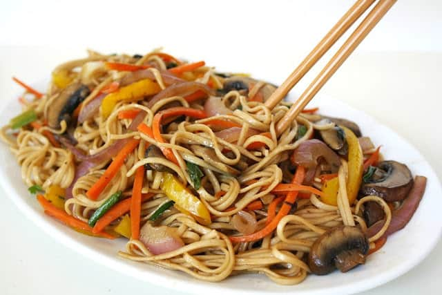 vegetable lo mein the garden grazer meatless meals on a budget