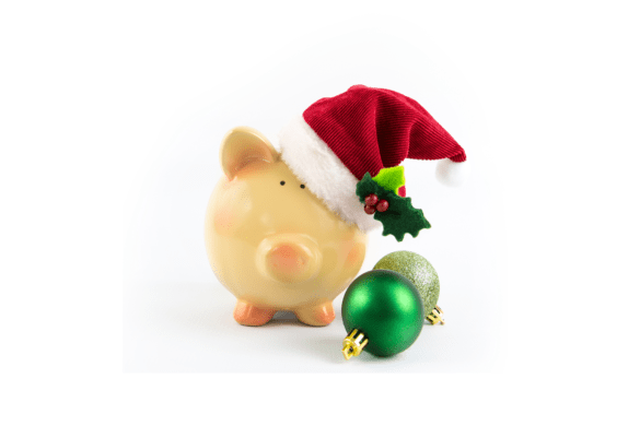 If you want to have a debt-free holiday, here are 6 easy steps that I always use to create a Christmas Budget! #christmas #budget #holidays #christmasbudget #christmassavings #savemoney